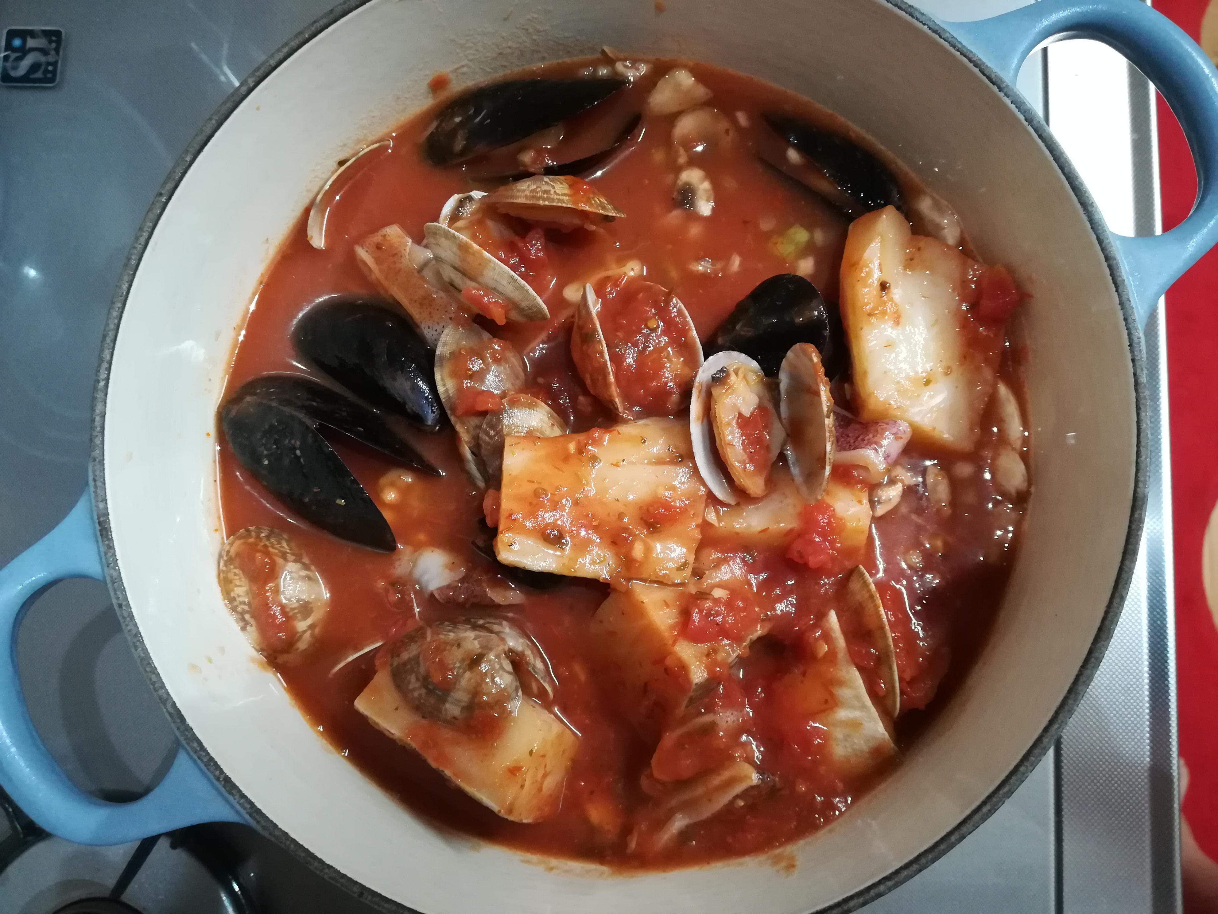コストコのチョッピーノスープ鍋にスープを移す